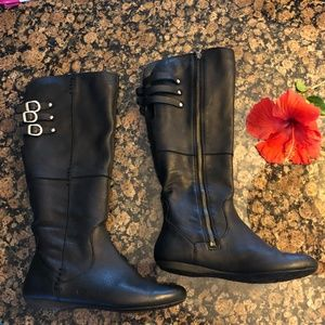Born size 6 /6.5 Leather zip up boots 3 buckles